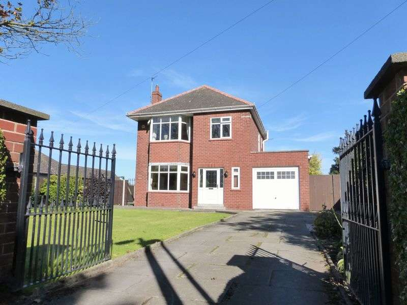 4 Bedrooms Detached House for sale in Becconsall Lane, Hesketh Bank, Preston