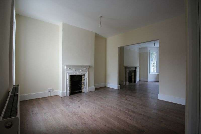 3 Bedrooms Terraced House for sale in Boundary Road, Chatham