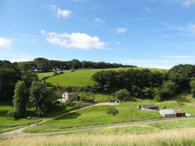 4 Bedrooms Detached House for sale in Perrydale, Buxton