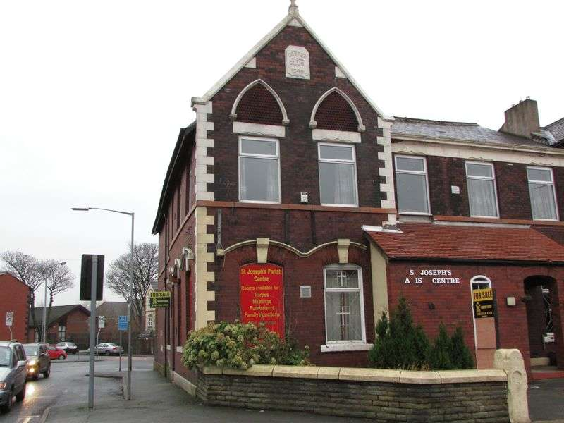 5 Bedrooms Terraced House for sale in St. Marks Square, Bury - Investment opportunity