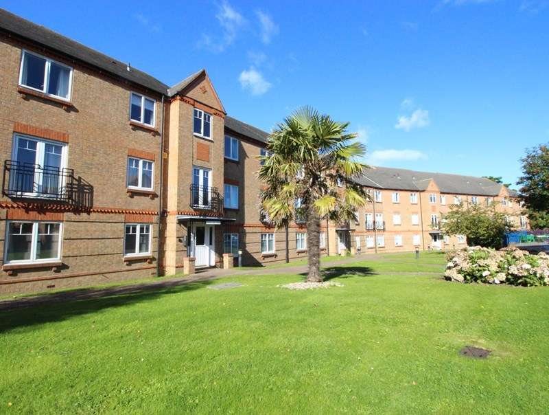 2 Bedrooms Flat for sale in Springbank House, Scarborough, YO12 4DR