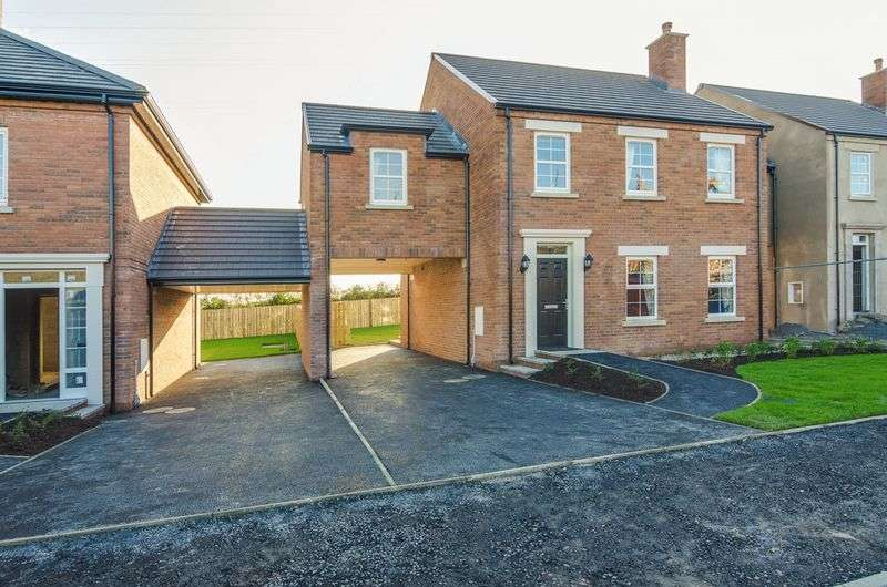 4 Bedrooms Detached House for sale in Location Location Location!