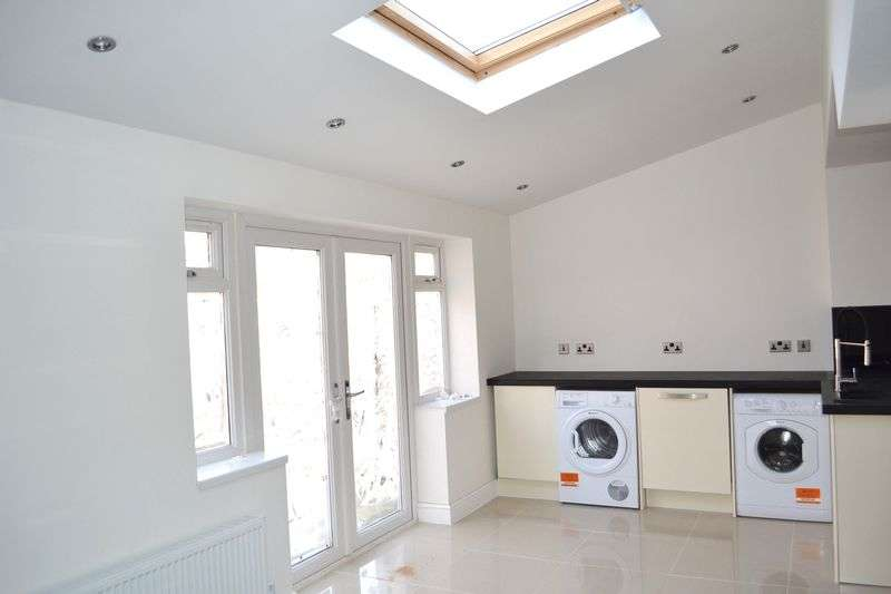 3 Bedrooms Semi Detached House for sale in Hall Lane, Maghull, Liverpool