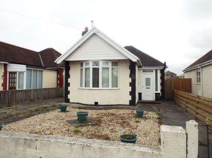 2 Bedrooms Bungalow for sale in Derwen Drive, Rhyl, Denbighshire, LL18