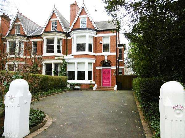 6 Bedrooms Semi Detached House for sale in St Helens Road, Pennington, Leigh