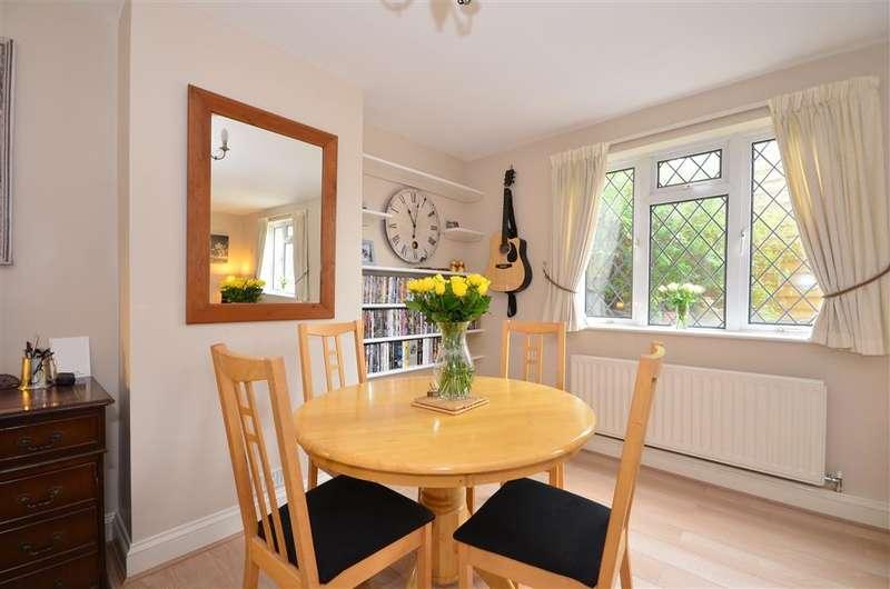3 Bedrooms Semi Detached House for sale in Pittlesden, Tenterden, Kent