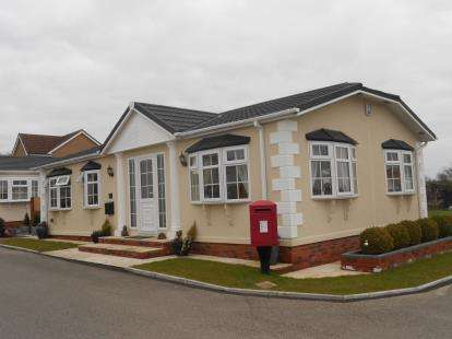 3 Bedrooms Detached House for sale in Wayside Farm Park, Bedford Road, Ravensden, Bedford