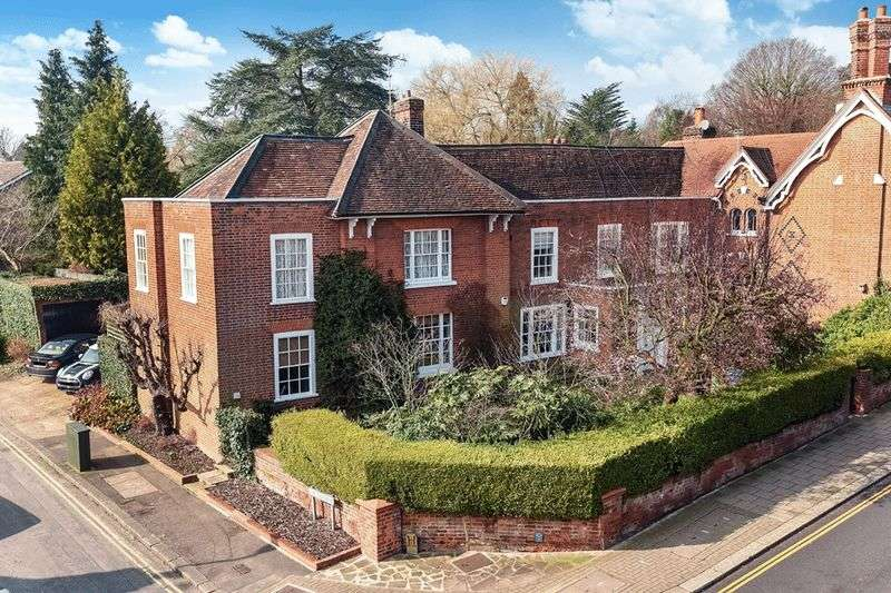 5 Bedrooms Detached House for sale in Stanmore Hill, Stanmore