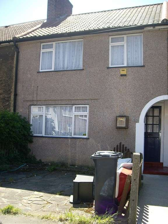 3 Bedrooms Terraced House for sale in Homestead Road , Dagenham