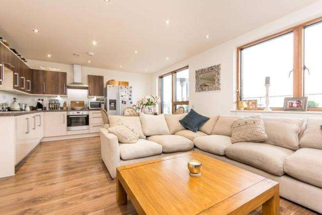 2 Bedrooms Flat for sale in Craven Park, London NW10