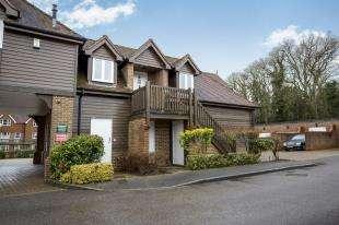 3 Bedrooms Flat for sale in Hildenbrook Farm, Hildenborough, Tonbridge, Kent