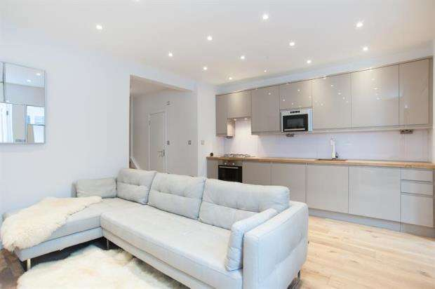 2 Bedrooms Maisonette Flat for sale in Caledonian Road, London, N1