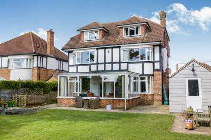 6 Bedrooms Detached House for sale in Barton-On-Sea, New Milton, Hampshire
