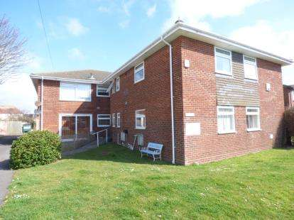 2 Bedrooms Flat for sale in 19 Southwood Road, Hayling Island, Hampshire