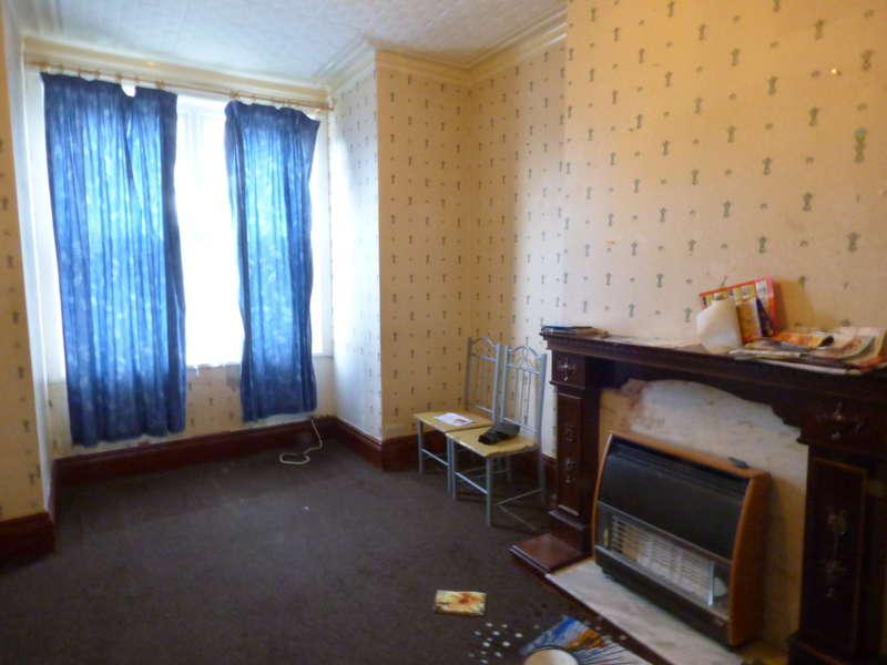 4 Bedrooms Terraced House for sale in Belvedere Terrace, Beeston, LS11 7EE