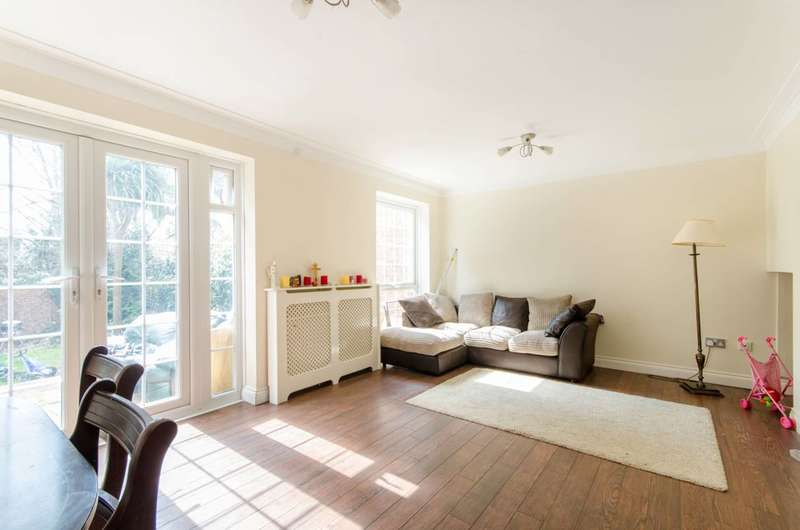 3 Bedrooms Semi Detached House for sale in Howard Close, New Southgate, N11