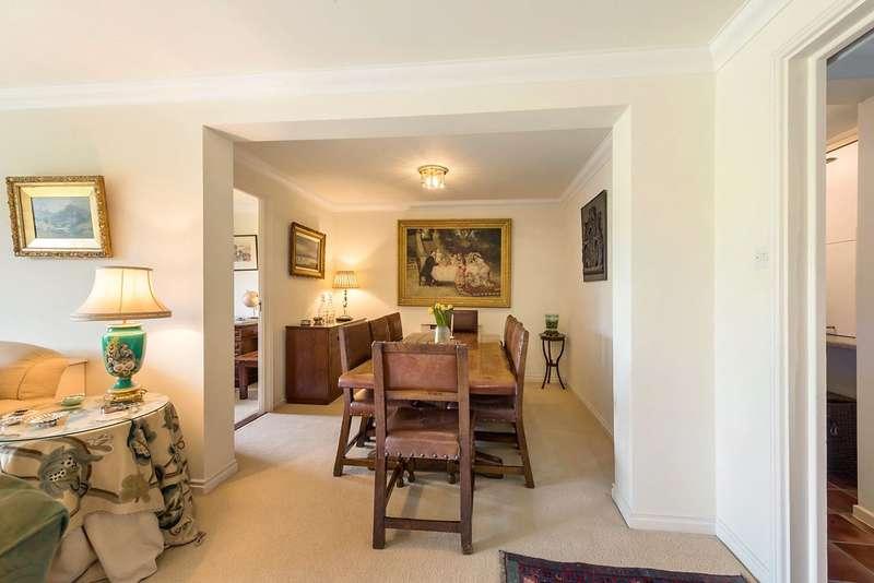 4 Bedrooms Flat for sale in Battersea Bridge Road, London, SW11