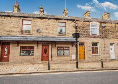 3 Bedrooms Terraced House for sale in Victoria Road, Earby, Barnoldswick, Lancashire, BB18
