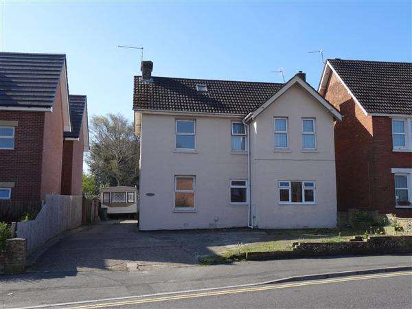 4 Bedrooms Detached House for sale in Dawkins Road, Poole