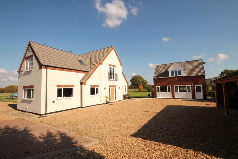 Detached House for sale in Bedford Road, Cople, MK44