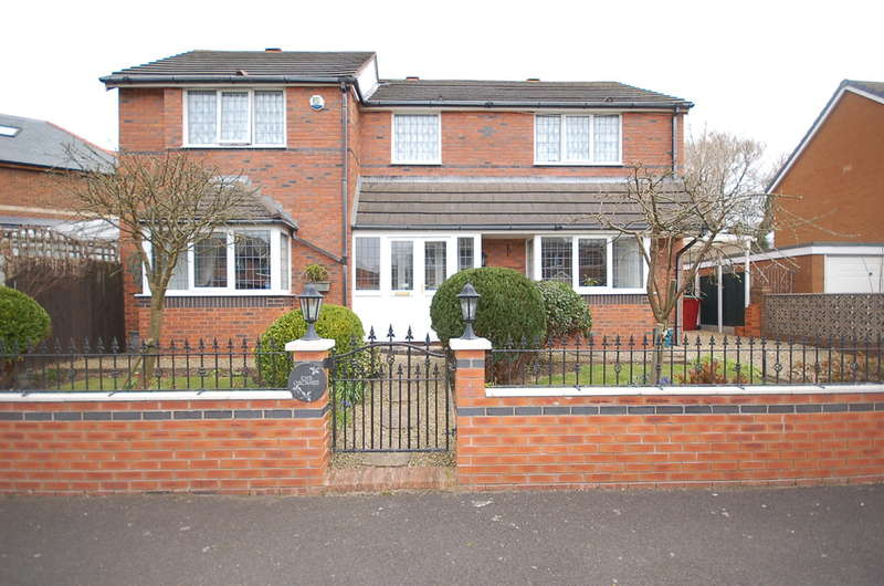 4 Bedrooms Detached House for sale in Roundhay, Blackpool