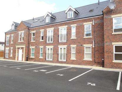 2 Bedrooms Flat for sale in Skaife Apartments, Corunna Court, Wrexham, Wrecsam, LL13