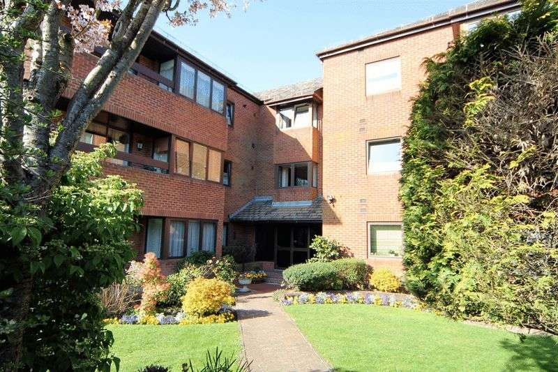 2 Bedrooms Flat for sale in High Road, Bushey