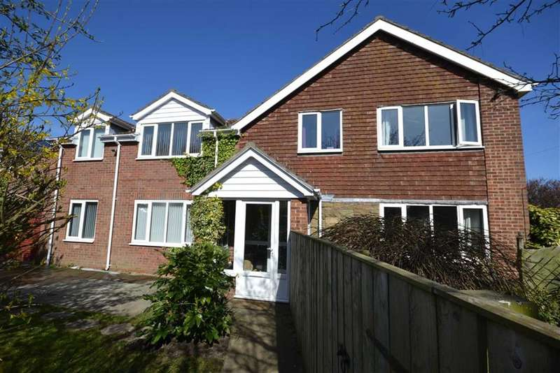 4 Bedrooms Property for sale in Draycott Avenue, Hornsea, East Yorkshire