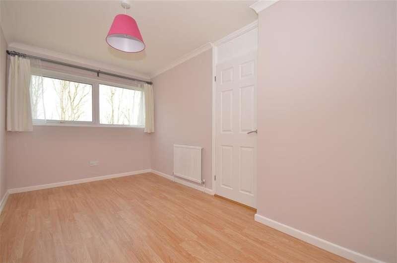 2 Bedrooms Maisonette Flat for sale in Amberley Drive, Bognor Regis, West Sussex