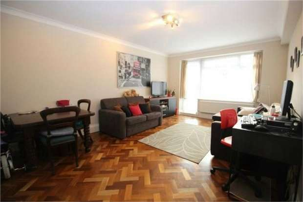 2 Bedrooms Flat for sale in Timberdene, Holders Hill Road, LONDON