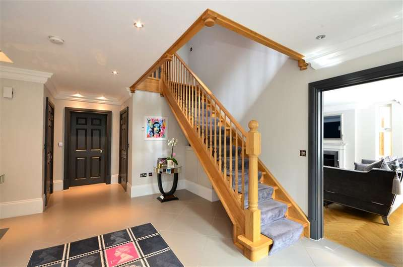 6 Bedrooms Detached House for sale in Lingmere Close, Chigwell, Essex