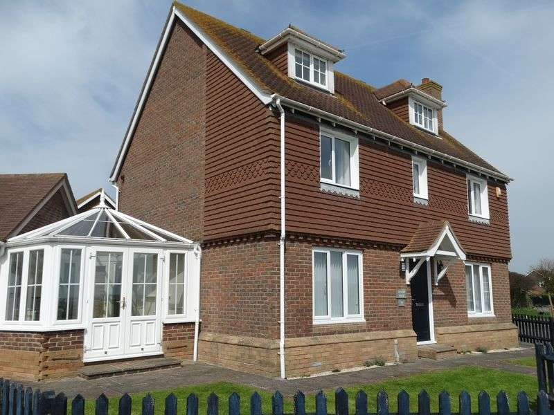 6 Bedrooms Detached House for sale in Beacon Drive, Selsey