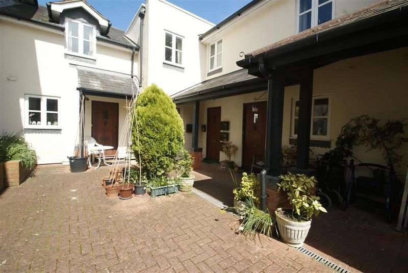 2 Bedrooms Flat for sale in Lodge Drive, Andover