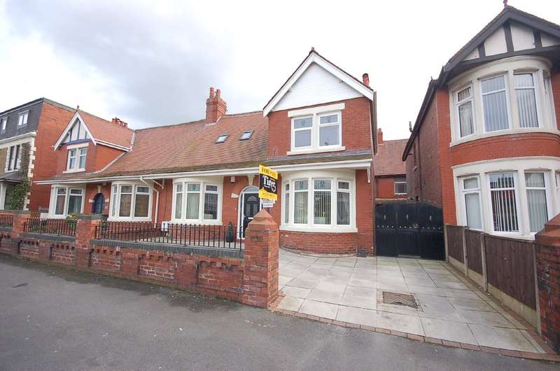 4 Bedrooms Semi Detached Bungalow for sale in Reads Avenue, Blackpool