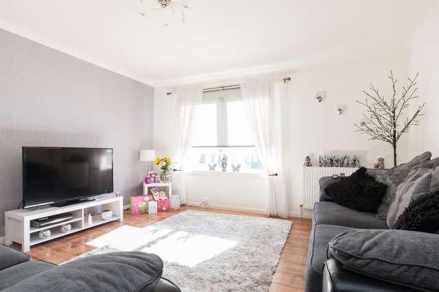 3 Bedrooms Terraced House for sale in Kestrel Place, Johnstone, Renfrewshire, PA5 0RP