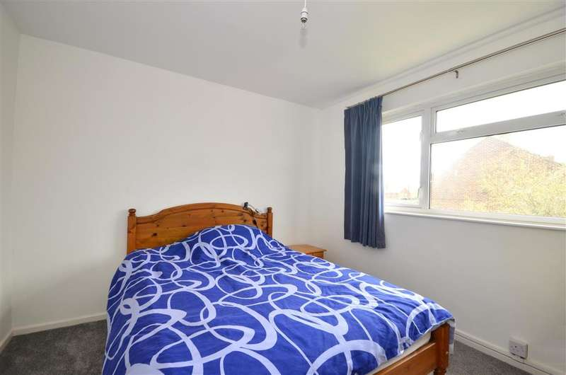 2 Bedrooms Flat for sale in Knights Way, Headcorn, Ashford, Kent