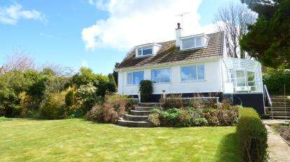 2 Bedrooms Detached House for sale in Bwlch, Benllech, Sir Ynys Mon, LL74
