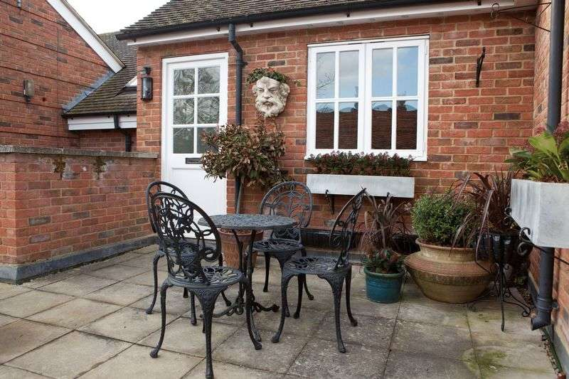 2 Bedrooms Flat for sale in Cookham Village - High Street