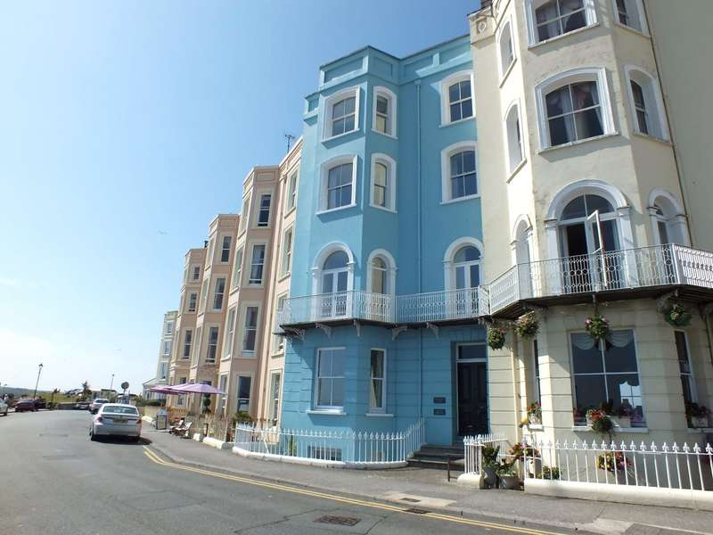 2 Bedrooms Flat for sale in Flat 5 Connaught House, Esplanade, Tenby, Pembrokeshire