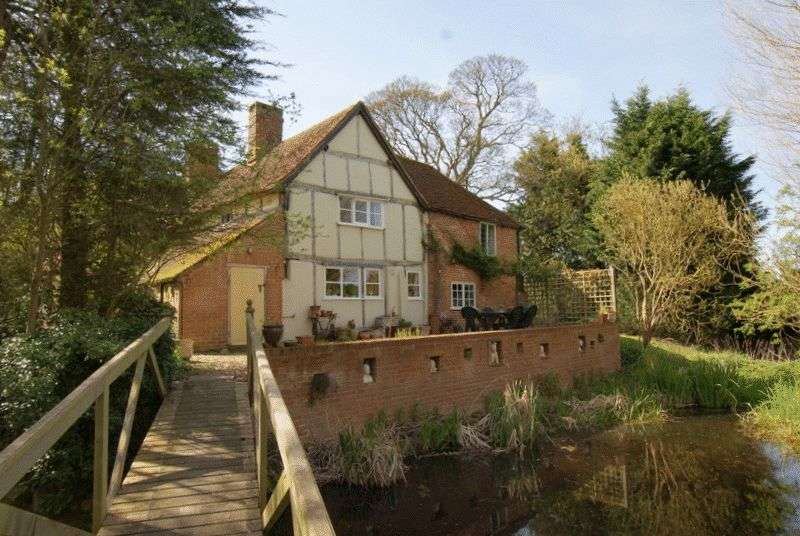 5 Bedrooms Detached House for sale in Broughton, Buckinghamshire