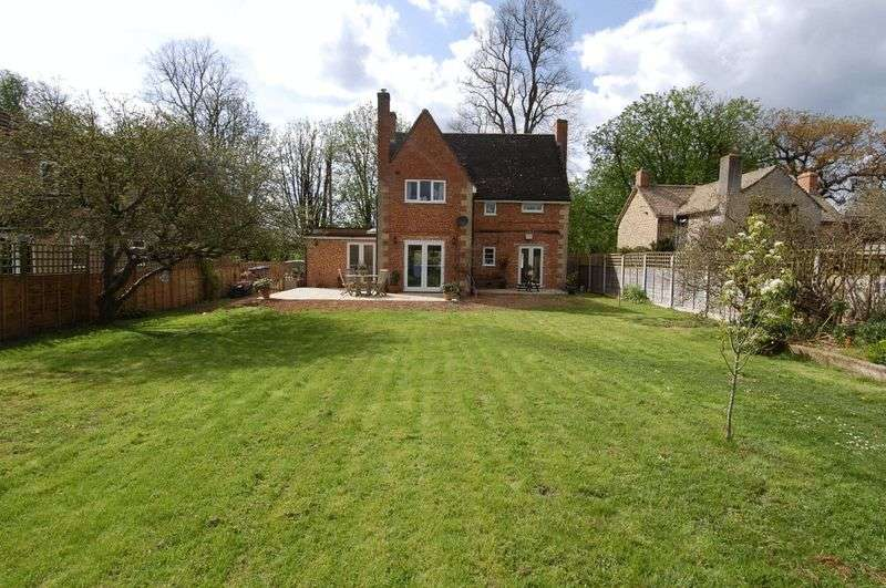 3 Bedrooms Detached House for sale in HAMPTON POYLE