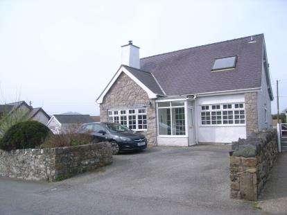3 Bedrooms Detached House for sale in Llandwrog, Caernarfon, Gwynedd, LL54