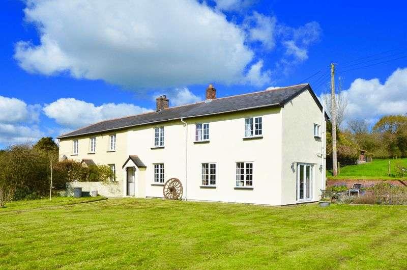 4 Bedrooms Semi Detached House for sale in Launceston, PL15 9QX