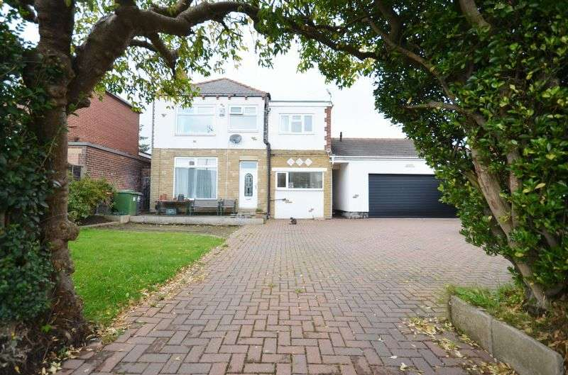 4 Bedrooms Detached House for sale in 66 Edge Top Road, Dewsbury, WF12