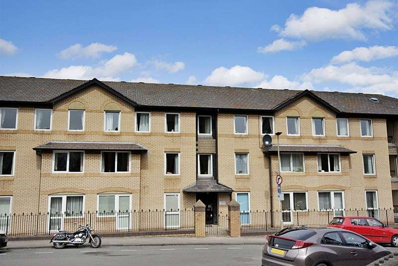 1 Bedroom Retirement Property for sale in Homecrest House, Scarborough, YO11 2LF