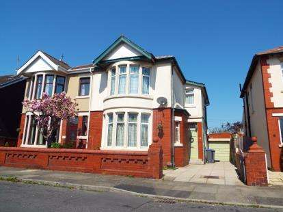 3 Bedrooms Semi Detached House for sale in Kingston Avenue, Blackpool, Lancashire, FY4