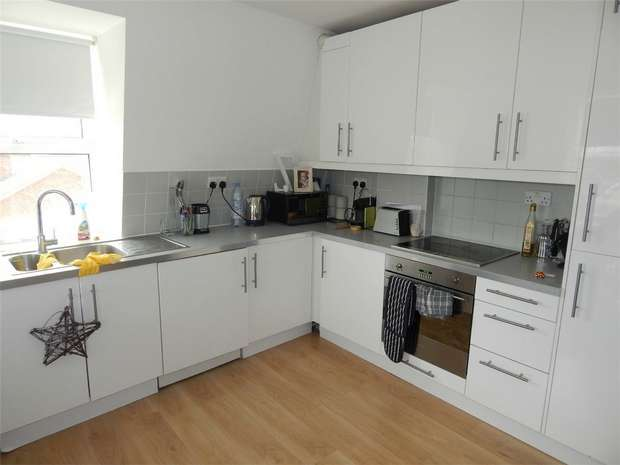 3 Bedrooms Flat for sale in Maple Road, Penge, London