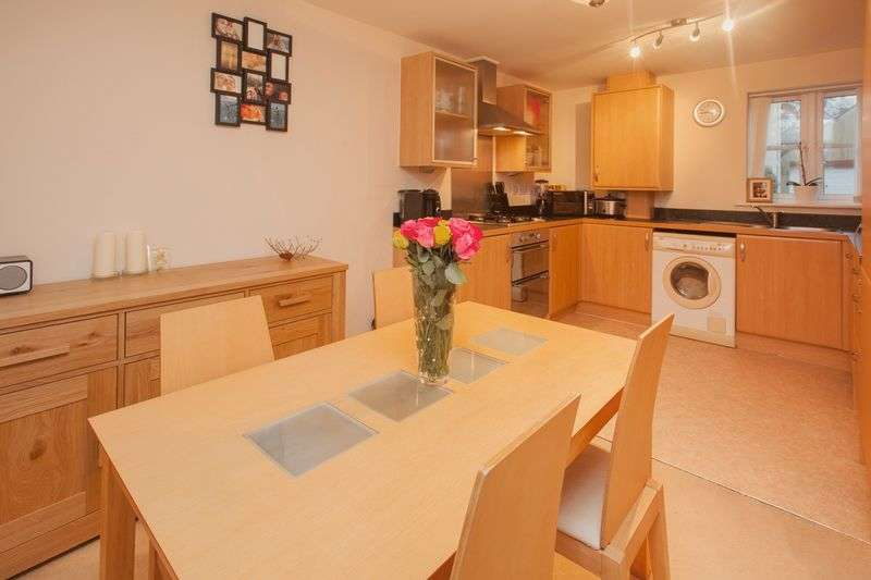 2 Bedrooms Flat for sale in Moorhayes Park Area
