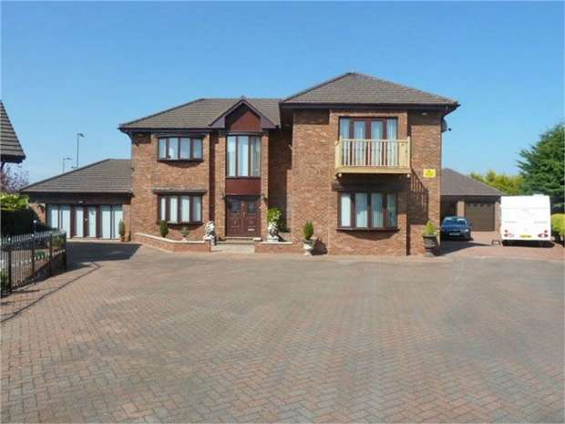 4 Bedrooms Detached House for sale in Dave Barrie Avenue, Larkhall, South Lanarkshire