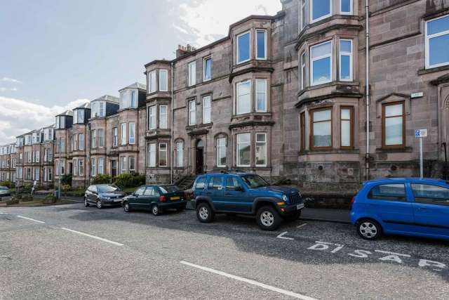 2 Bedrooms Ground Flat for sale in 7 St Johns Road, Gourock, PA19 1PL